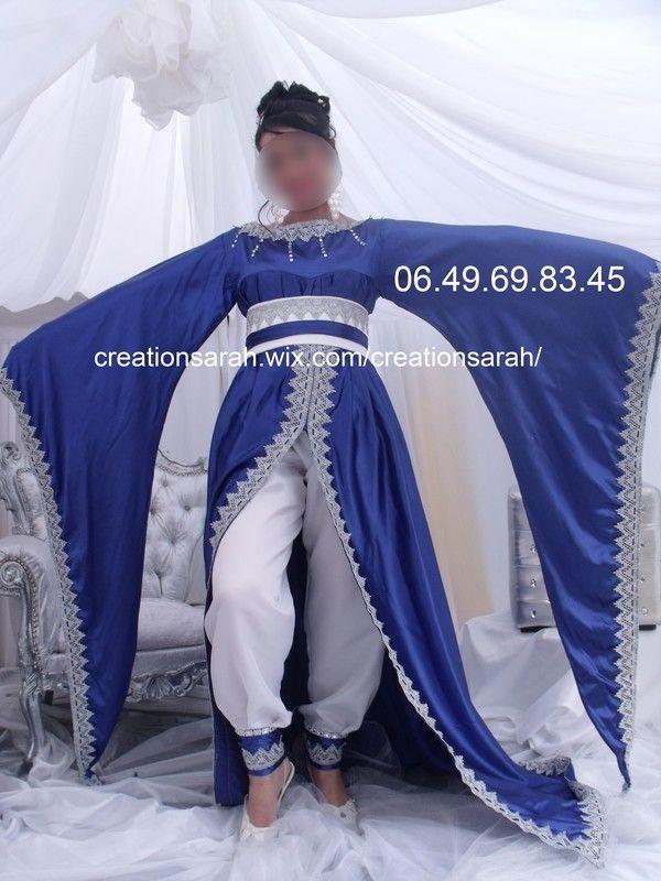 Caftan bleu en satin de soie dessous pantalon blanc tres for Caftan avec satin de chaise